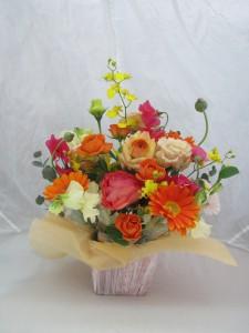 秋色の生花アレンジメント