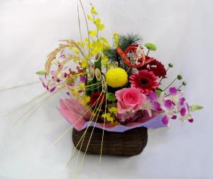 お正月生花アレンジ ¥3,800(写真をクリックで拡大)※当日は写真の器が金色になります。